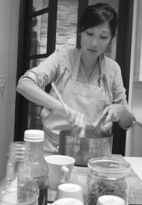 Jen Low creating a batch of Gojiccino.